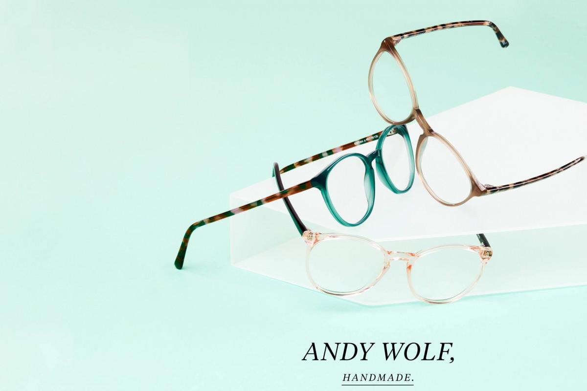 Andy Wolf Brillen 5085 auf grünem Hintergrund