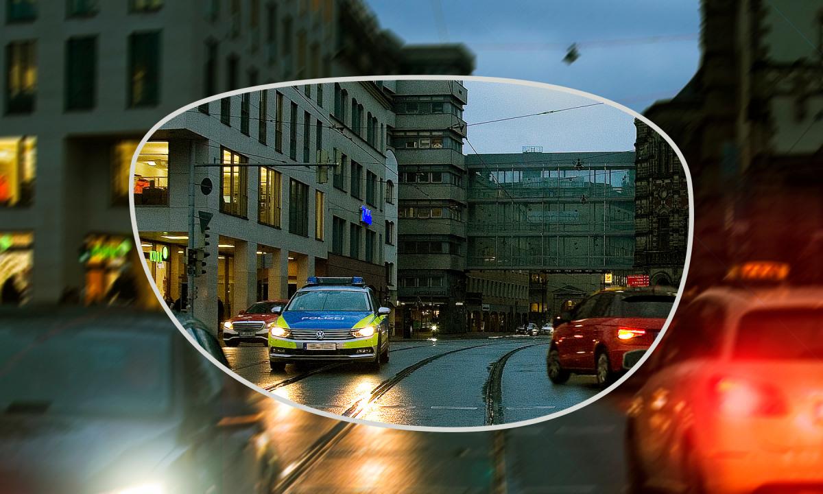 Bremer Straße bei Dämmerung mit angedeuteten Brillenglas durch das scharf gesehen werden kann.
