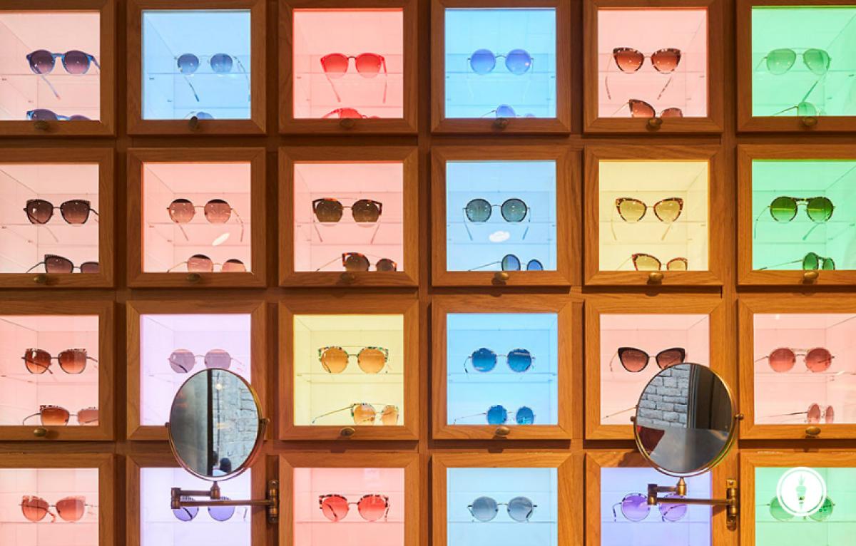 Sonnenbrillenwand von Etnia in bunten Farben