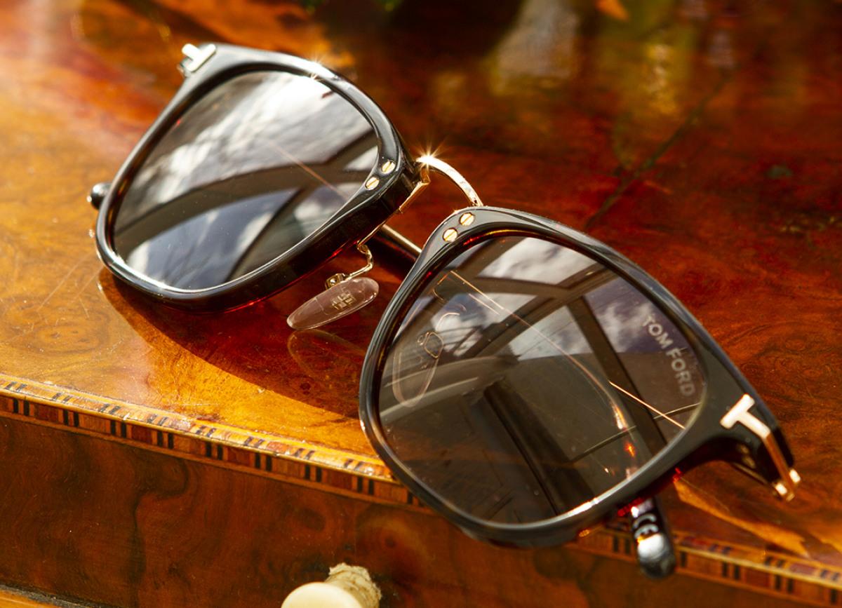 Tom Ford Sonnenbrille auf Bremer Hintergrund