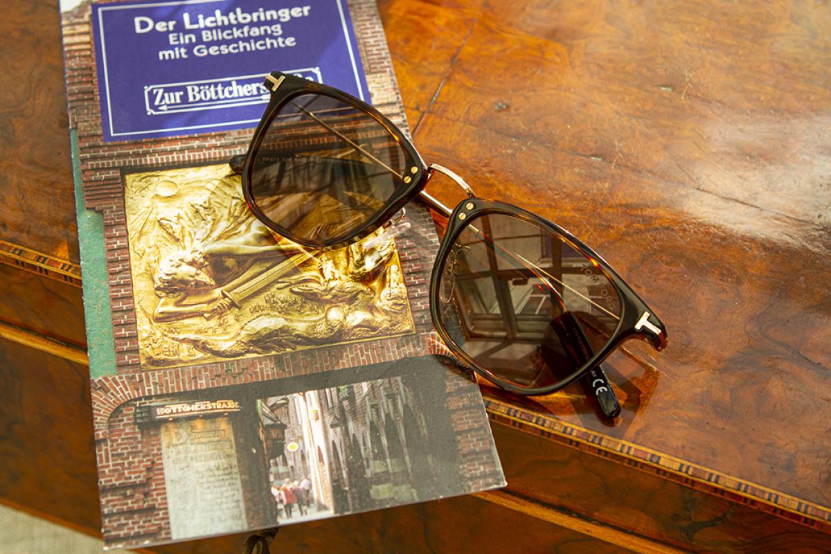 Tom Ford Sonnenbrille auf Flyer der Böttcherstraße
