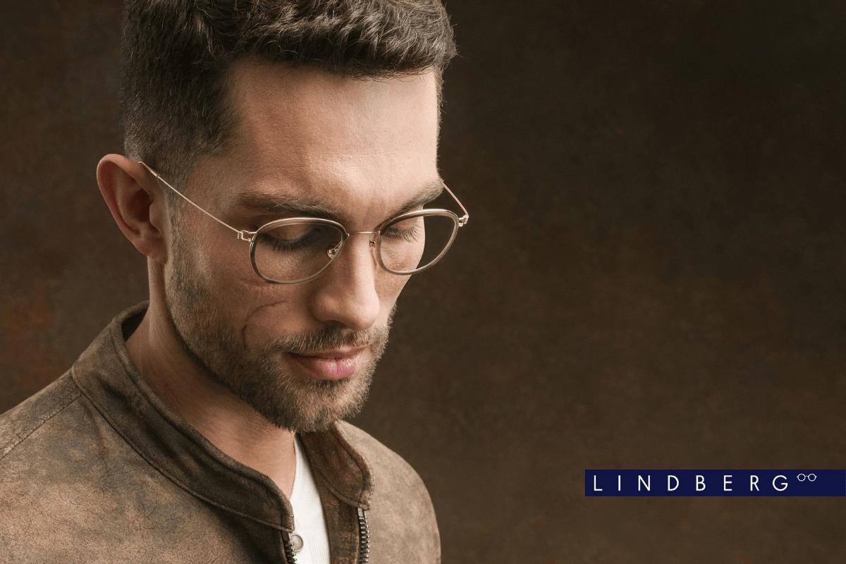 Junger Herr mit LINDBERG Brille aus Gold.