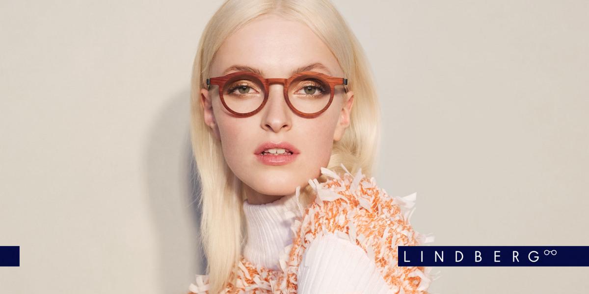 Blonde Frau mit Damen Lindberg Brille in schönem braun.