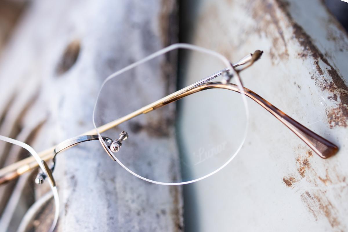 Lunor Brillen für Herren und Damen auf einem hellen Untergrund.