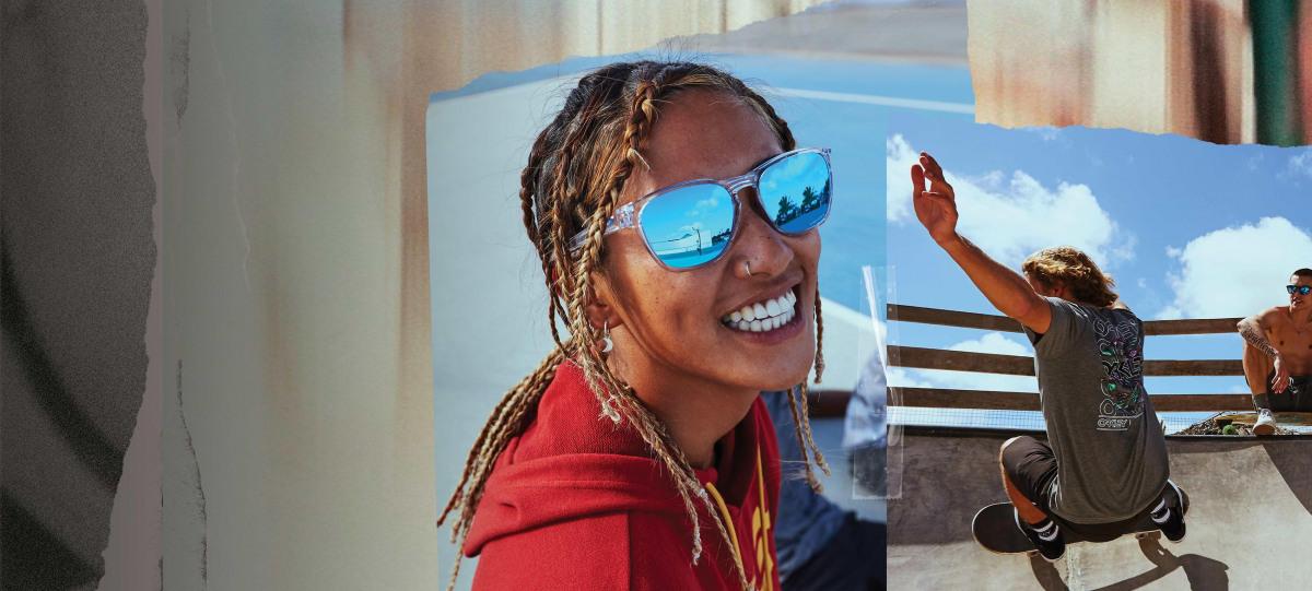 Lächelnde Frauen mit Sportbrille im Gesicht.