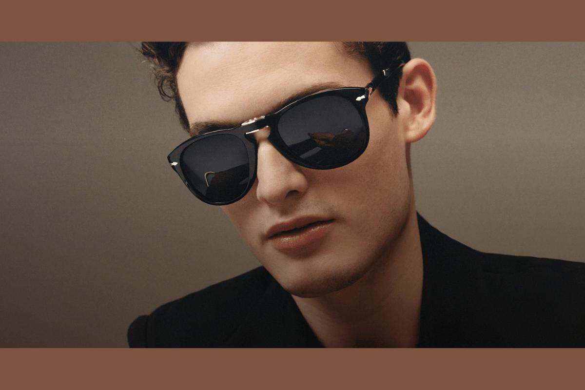 Mann mit schwarzer Persol Sonnenbrille für Herren.