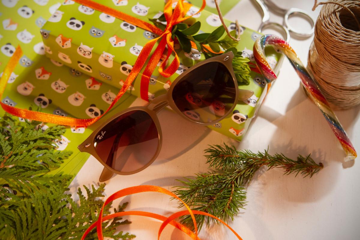 Ray Ban Sonnenbrille auf Kunk Geschenkpapier