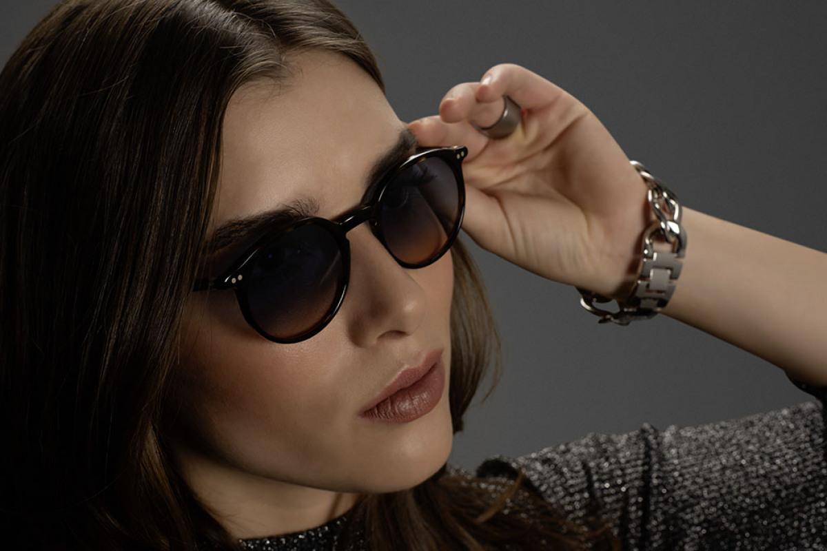 Portrait einer Frau mit Lunor Brille | cc Lunor
